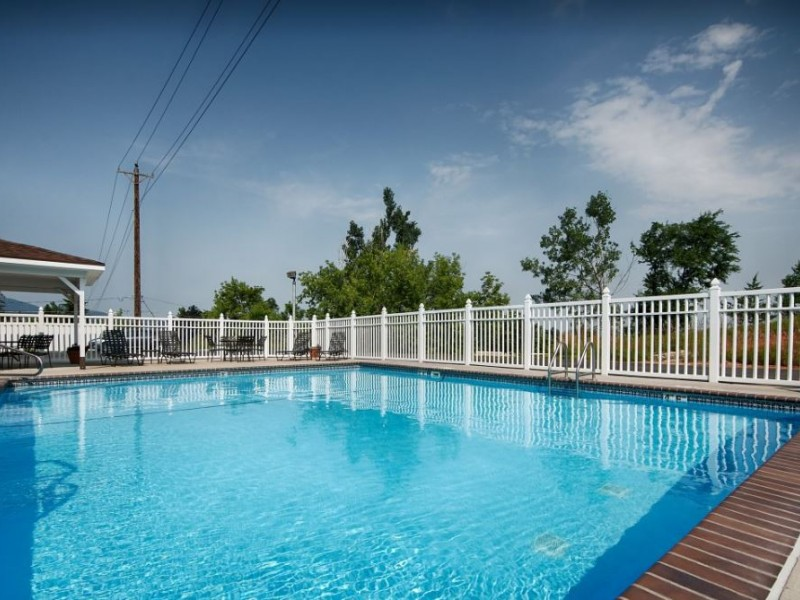 Seasonal outdoor pool at the Best Western Black Hills Lodge hotel in Spearfish
