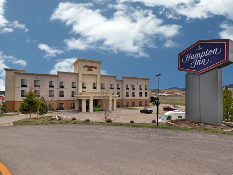Spearfish Hampton Inn and Suites, Spearfish South Dakota Black Hills indoor pool waterslide continental breakfast I-90 Interstate 90